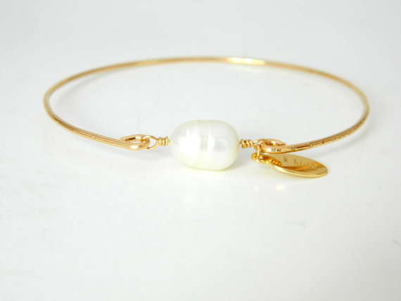 White Pearl Gold Bangle Pearl  Bracelet Bangle by camilaestrella