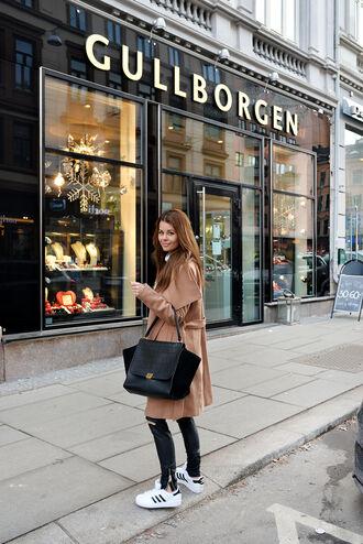stylista blogger bag camel coat maxi bag adidas shoes winter outfits