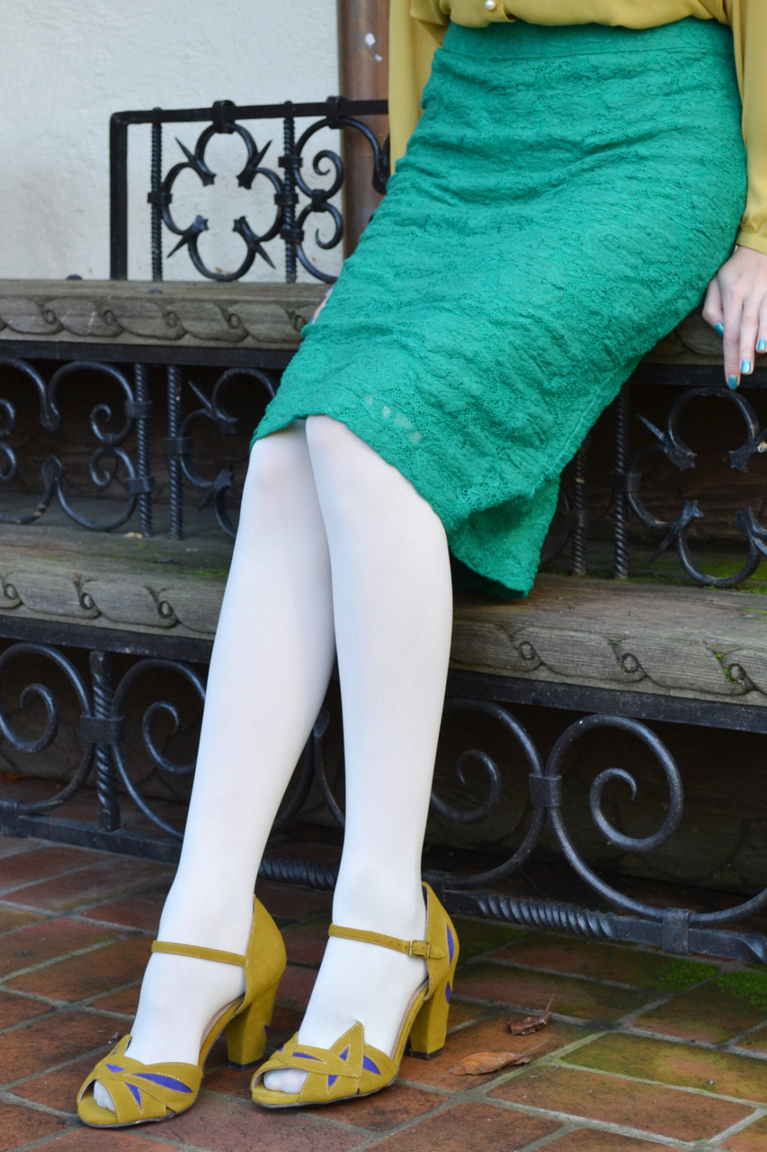 Opaque color tights in ivory