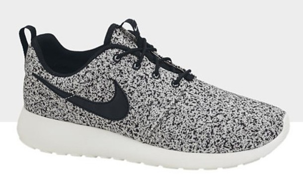 roshe shoes black and white