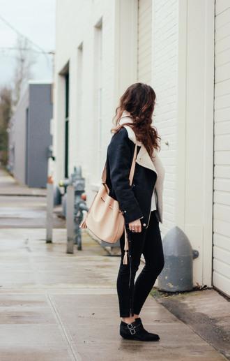 the mop top blogger shearling jacket bucket bag ankle boots coat t-shirt bag shoes jewels sunglasses black shearling jacket
