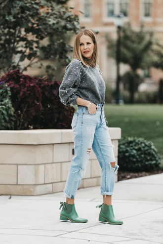 sweater tumblr grey sweater embellished denim jeans blue jeans ripped jeans boots fall outfits