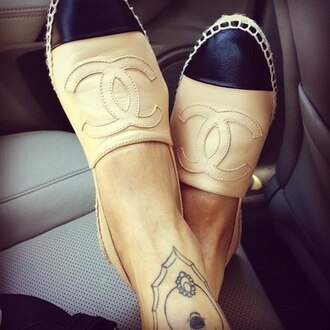shoes loafers flats chanel beige black summer nail polish chanel slippers chanel shoes beige slippers classy sassy tumblr chanel espadrilles