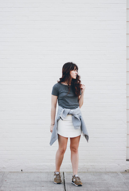 the mop top blogger grey t-shirt white skirt sneakers
