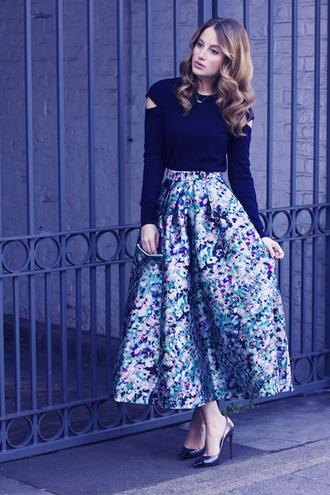 at fashion forte blogger midi skirt retro floral skirt black top