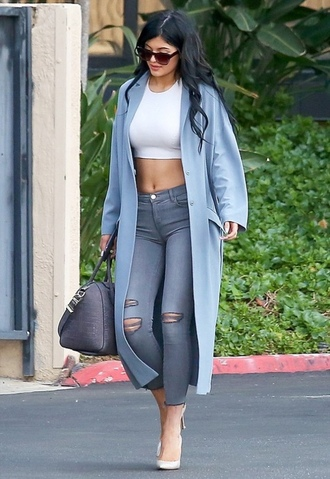 jeans celebrity style coat kylie jenner light blue winter coat white crop tops ripped jeans heels bag shoes blue coat baby blue coat duster coat light blue coat long coat blue long coat jacket t-shirt cardigan grey top kylie jenner coat crop tops cropped jeans baby blue purse crop sunglasses dress instagram tumblr