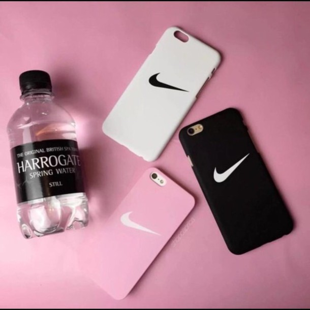 new concept 071e7 3166b Amazon.com: NIKE SWOOSH HARD PHONE CASE (iPhone 5, BLACK/WHITE): Cell  Phones & Accessories