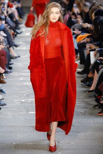 sweater red red pants turtleneck coat max mara milan fashion week 2017 fashion week 2017 runway velvet cropped wide-leg velvet pants monochrome outfit