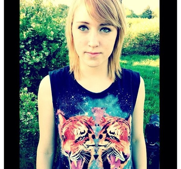 colorful vibrant black blue shirt tiger wifebeater roar tshirt triangle Triangles Blonde Dark color stars