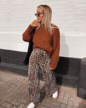 sweater,knitted sweater,knitwear,oversized sweater,wool sweater,wide-leg pants,leopard print,sneakers,white sneakers,shoulder bag,sunglasses
