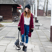 kolorowa dusza,blogger,gloves,winter outfits,knitted cardigan,backpack,cardigan,sweater,jeans,socks,shoes,red cardigan,comfy