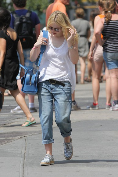 dakota fanning shoes jeans top