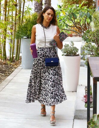 skirt top midi skirt black and white jessica alba sandals summer outfits clutch bag