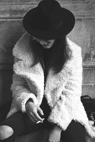 white coat winter outfits fourrure
