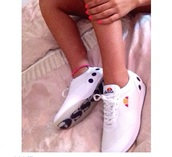 shoes,ellesse,trainers,style,retro,kicks,90s style,white sneakers,low top sneakers