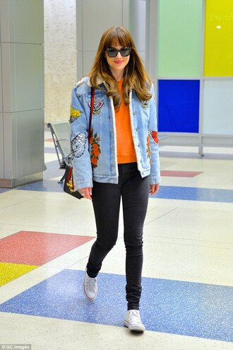 jacket shearling denim jacket embroidered jacket embroidered denim jacket blue jacket shearling jacket shearling top orange top jeans black jeans skinny jeans black skinny jeans sneakers high top sneakers high top converse white converse converse sunglasses black sunglasses dakota johnson celebrity style celebrity bag pants