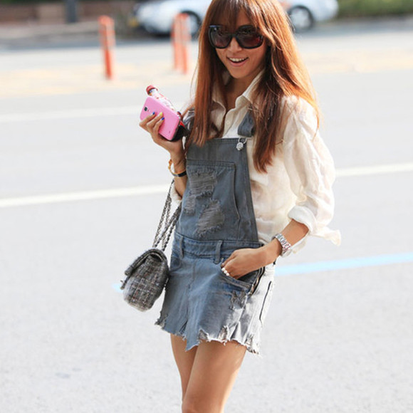 lookbook i4out look streetstyle romper dungarees jumpsuit jeans denim destroyed jeans cut offs