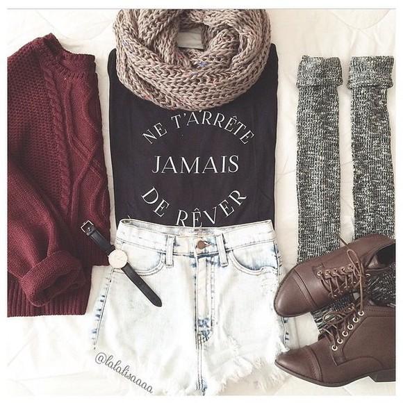 burgundy sweater scarf