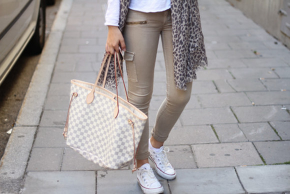 scarf pants skinny pants jeans beige nude skinny trouser tan neverfull converse white beige zipper jeans louis vuitton bag bag zipper safari beige pants white