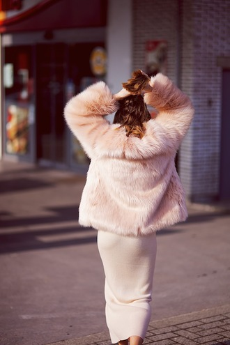 vasilieva blogger all pink everything pink coat faux fur coat bodycon dress pastel dress pink dress pink winter outfit monochrome outfit