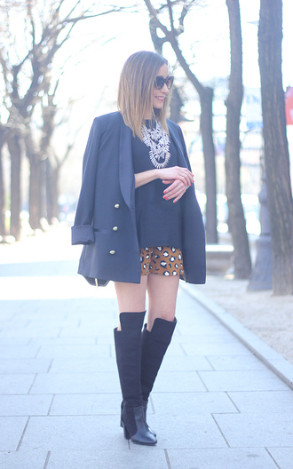 besugarandspice blogger printed shorts knee high boots navy zara statement necklace shorts tights shoes t-shirt jewels jacket