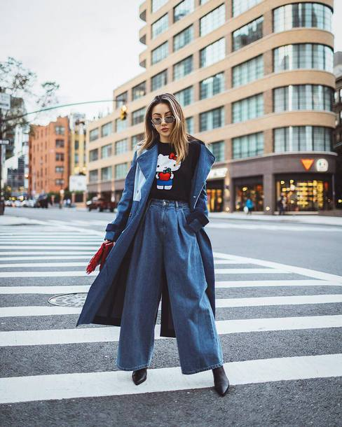 jeans high waisted jeans black boots denim coat trench coat blouse hello kitty sunglasses clutch