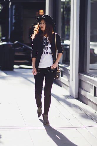 clothes to midnight blogger t-shirt jacket jeans shoes