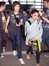 ariana grande,grey,hoodie,oversized sweater,cute,hair bow,harry styles