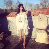 blouse,dress,clothes,pinterest,hippie headband,white dress,jewels,boho,bohemian,lace dress,indie,dreamcatcher,dreamcatcher necklace,hippie,flowers,flower hair