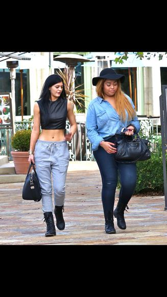 grey sweatpants grey pants sweatpants kylie kylie jenner kendall and kylie jenner top