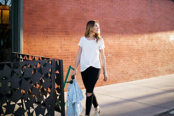 eatpraywearlove blogger t-shirt jeans jacket sunglasses