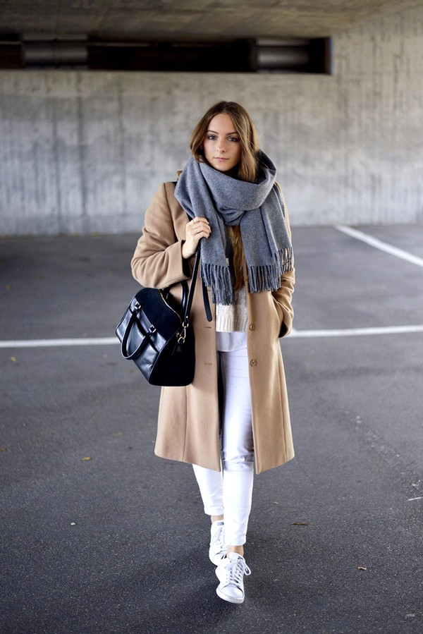 by annna blogger coat sweater jeans scarf bag shoes