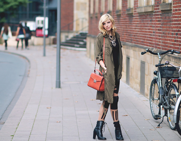 bekleidet blogger bag jewels trench coat tights