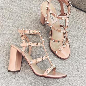 shoes pink sandals tumblr valentino rockstud thick heel block heels studded shoes studded sandals sandal heels sandals high heel sandals