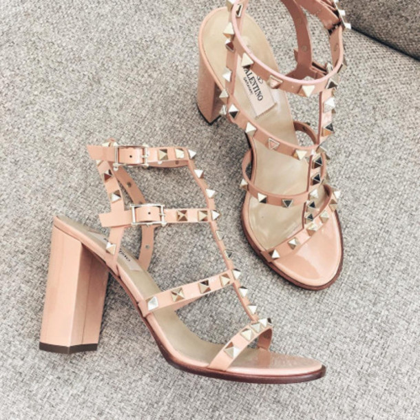 5246222980127e shoes pink sandals tumblr valentino rockstud thick heel block heels studded  shoes studded sandals sandal heels