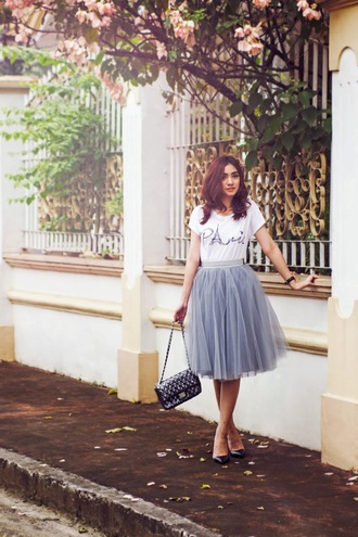 brewing happiness blogger t-shirt skirt shoes