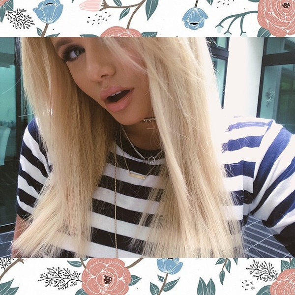 top black white navy crop tops t-shirt tight swag fashion style summer outfits necklace gold choker necklace alli simpson model