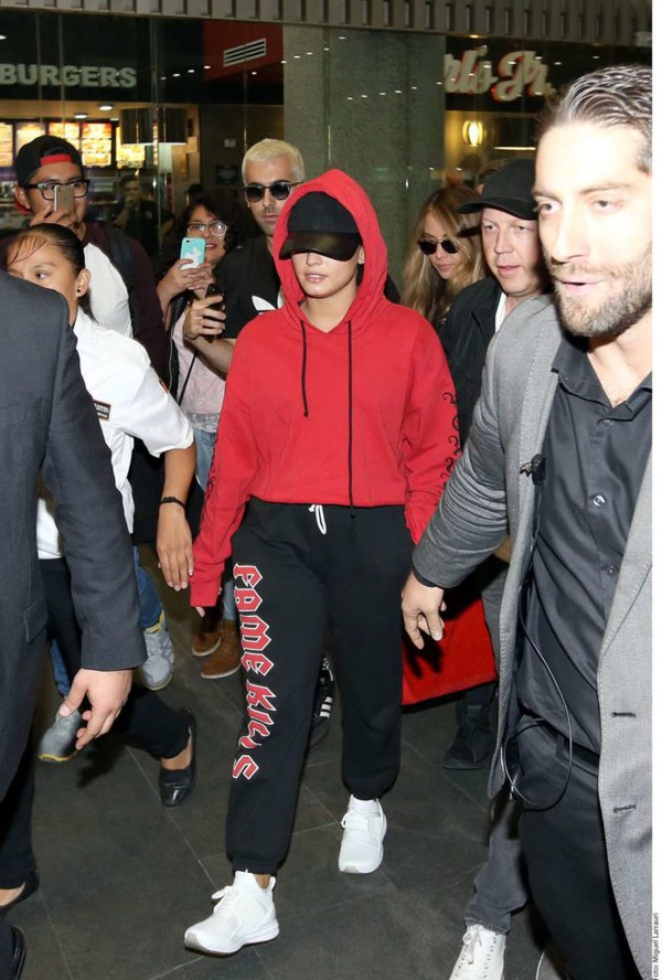 sweater hoodie demi lovato sweatpants sweatshirt sneakers sportswear pants
