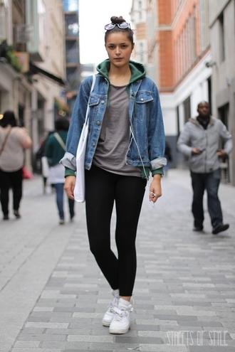 jacket denim jacket grey shirt black jeans white sneakers blogger