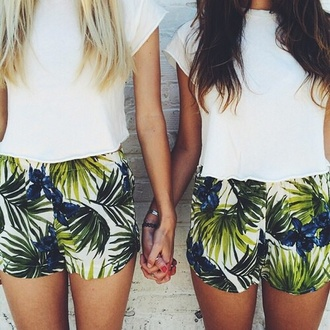 flowered shorts green blue white shorts high waisted shorts palm tree print leaf print white tank top green plant green short blue shorts white shorts palm tree palm tree green shorts  summer