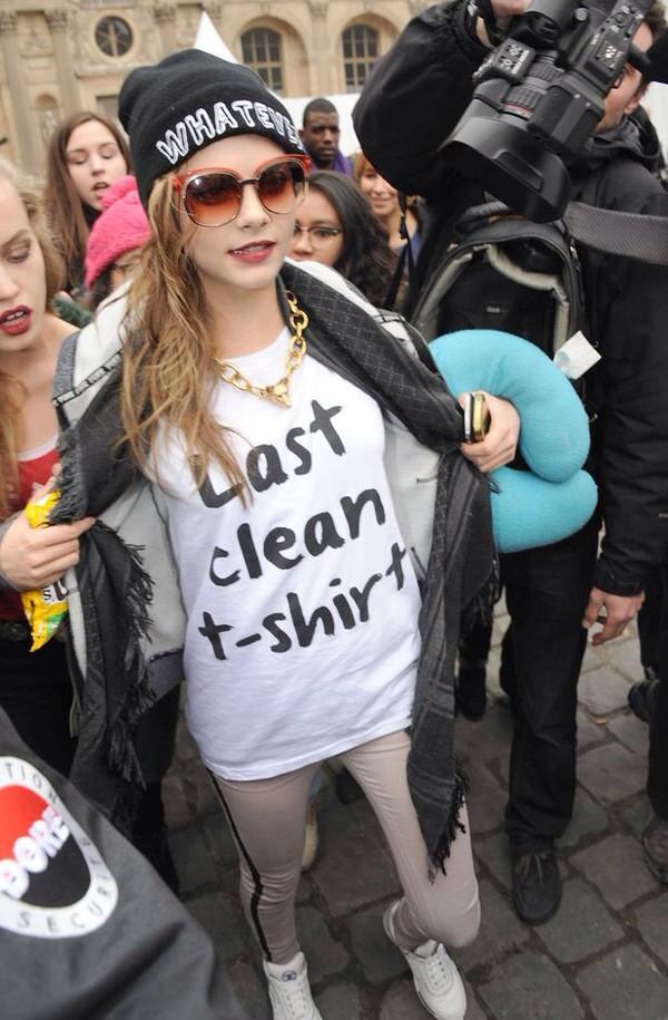 cara delevingne white black last clean t-shirt bold sunglasses model off-duty