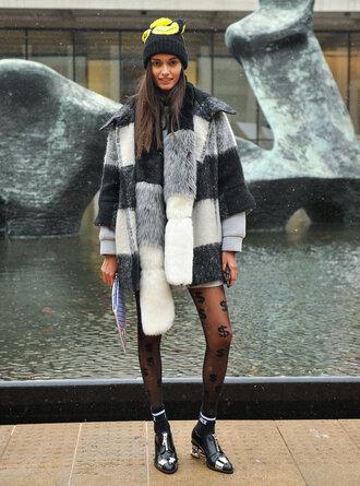 coat fashion fashion week 2015 streetstyle hat fur scarf dress