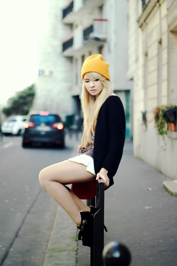 brown platform t-shirt sweater bag hat shoes