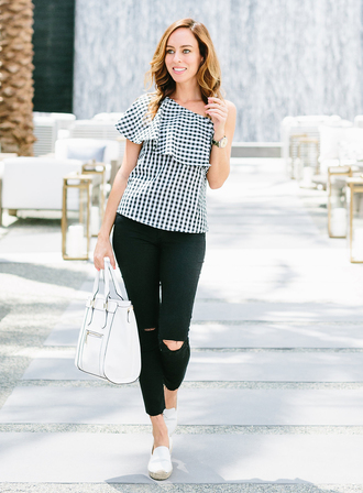 sydne summer's fashion reviews & style tips blogger jeans bag shoes jewels black jeans ripped jeans ruffle black and white white bag white shoes one shoulder checkered checkered top ruffled top black ripped jeans handbag espadrilles flats