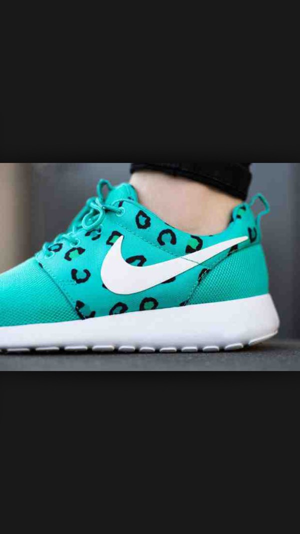 Nike roshe run black and teal