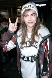 sweater,cara delevingne,hoodie,model,t-shirt,hat,blouse