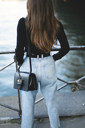 jeans,tumblr,mom jeans,denim,light blue jeans,bag,black bag,top,black top,brunette,fall outfits