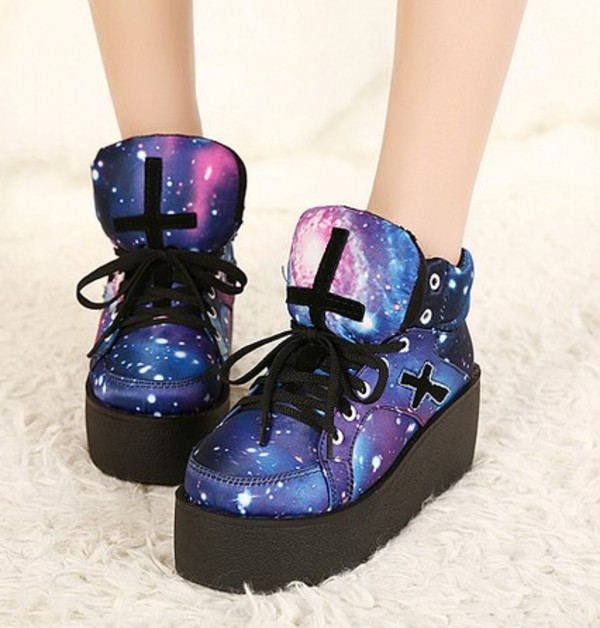 shoes creepers basket galaxy print cross harajuku galaxy print galaxy shoes sneakers platform shoes platform sneakers black laces sneakers japanese japanese fashion kawaii kawaii dark kawaii shoes harajuku sneakers harajuku shoes