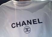 shirt,t-shirt,chanel,chanel t-shirt,white,beautiful,must,like
