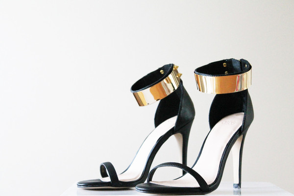 shoes black gold short heels